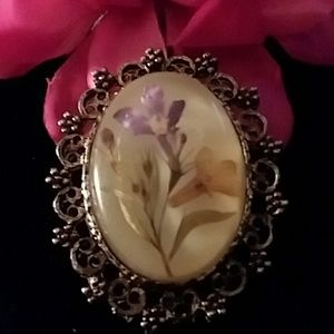 Jewelry - SALE VINTAGE BROOCH WITH LILLY FLOWER IN DOOM